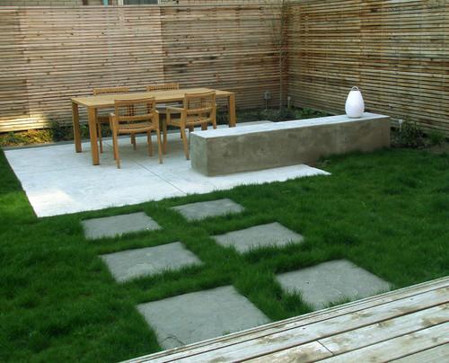 Taman minimalis belakang rumah dengan furniture