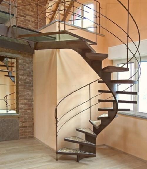Tangga spiral minimalis untuk menghemat ruang