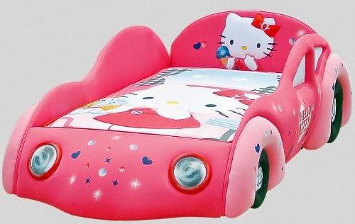 Tempat tidur bayi dengan desain mobil dan tema Hello Kitty