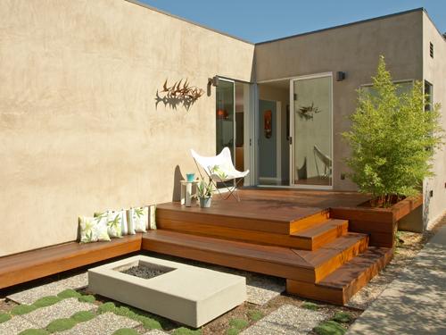 Teras minimalis dengan aplikasi kayu