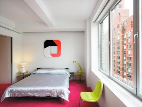 dekorasi kamar tidur mungil modern dengan furniture sederhana