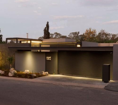 desain atap rumah modern dengan pelindung atap