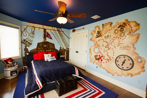 kamar tidur anak laki-laki dengan dekorasi bertema bajak laut